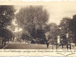 Пам'ятник Голуховському та поєзуїтський парк