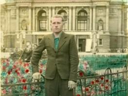 Портрет перед Оперним театром