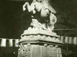 Nocny widok pomnika Jana III Sobieskiego