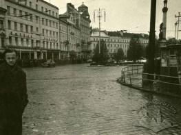 Бруківка на площі Міцкевича