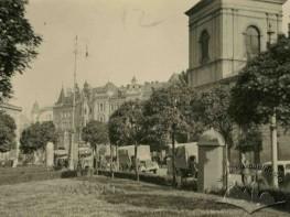 Бернгардпляц, сквер біля бернардинського костелу