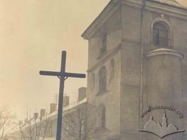 Подвір'я церкви та монастиря Св. Онуфрія