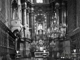 Main altar of the Lathin cathedral
