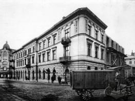 Наріжник вулиць Чайковського та Нижанківського.