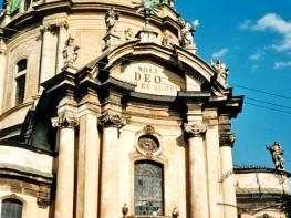 Головний портал церкви Св. Євхаристії (колишній Домініканський собор)
