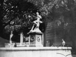 Fountain with a sculpture on Halytska square