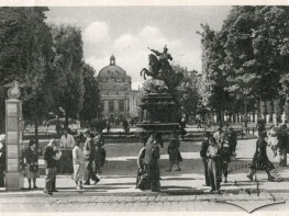 Kolumna reklamowa na prospekcie Swobody