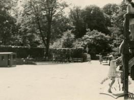 Дитячий майданчик в парку ім. І Франка